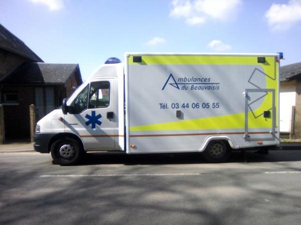 Ambulanciers d'Espace Médical à Beauvais (60), pour le transport médical dans l'Oise